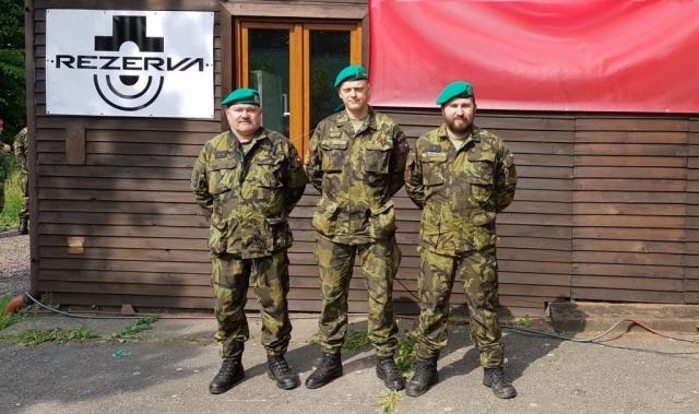 Naši tři střelci. Zdroj: Pěší rota AZ KVV hl. m. Praha